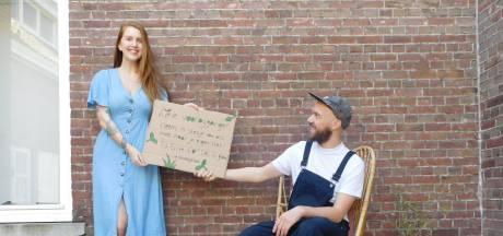 Stekjes op straat voor voorbijgangers: 'Geluksmomentje in bizarre tijden'