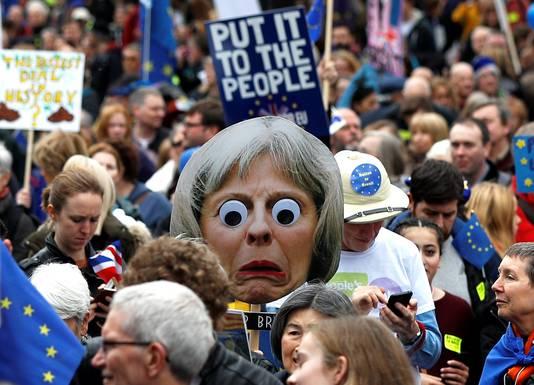 De mars moet de Britse regering overhalen tot het uitschrijven van een nieuw referendum.