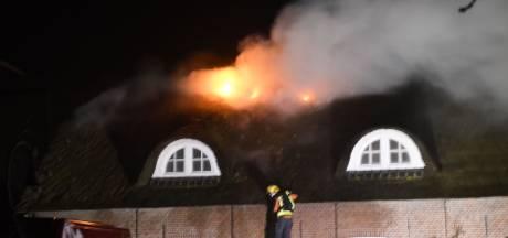 Brandweer heeft hele nacht nageblust in Hoogmade