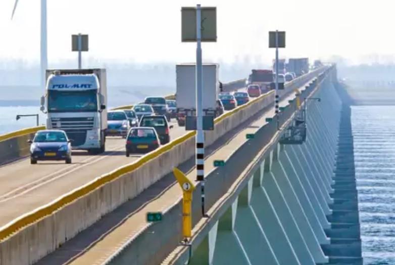 De trajectcontrole op de Zeelandbrug gaat maandag 21 september in werking.