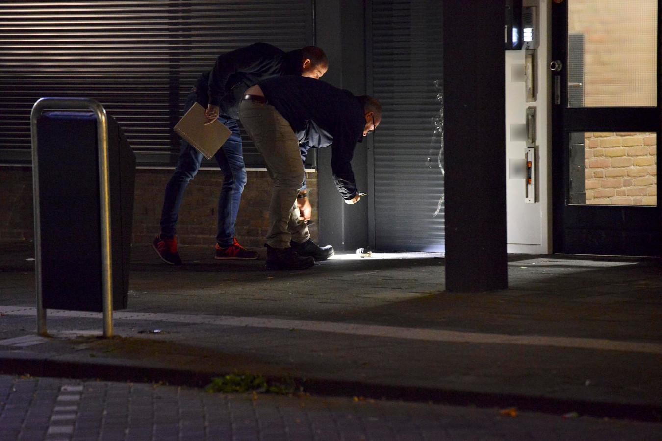 De politie doet onderzoek naar het explosief.