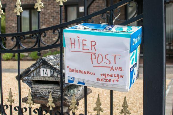 Hier lossen de bewoners het op met een kartonnen doos.