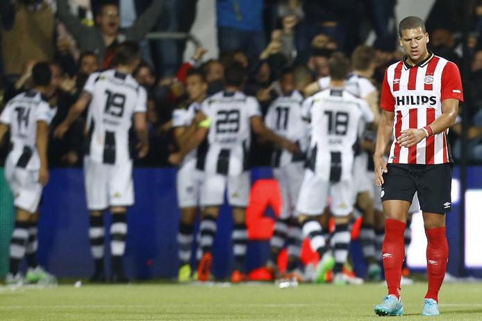 In september 2015 ging PSV voor het  laatst onderuit op kunstgras, bij Heracles Almelo: 2-1.