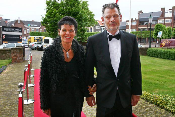 Koos en Ingrid van Drongelen flaneerden over de rode loper bij de ingang van het voetbalgala.
