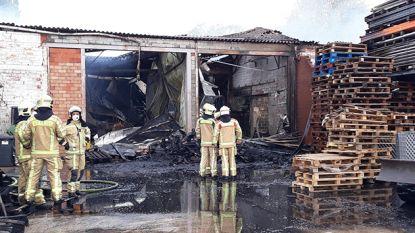 Uitslaande brand verwoest carnavalsloods in Melle
