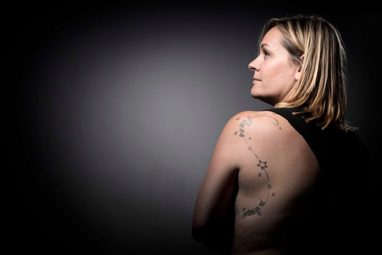 Fanny verloor haar partner Olivier en heeft nu de tekst 'Sometimes you need ...to let things go' op haar rug