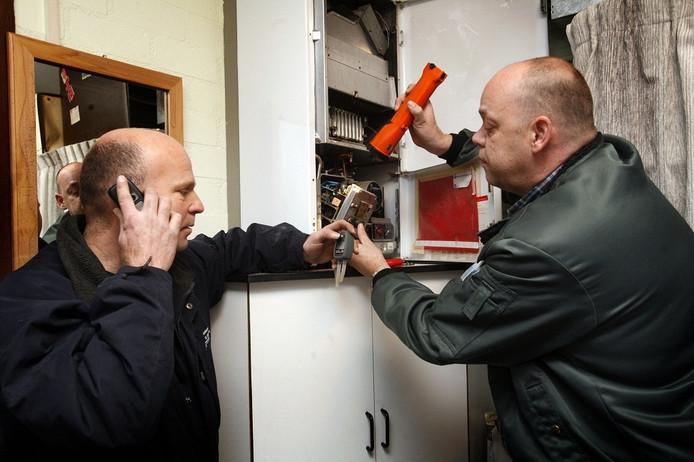Verwarmingsmonteurs zijn druk in de weer met het verhelpen van storingen door de stroomstoring.