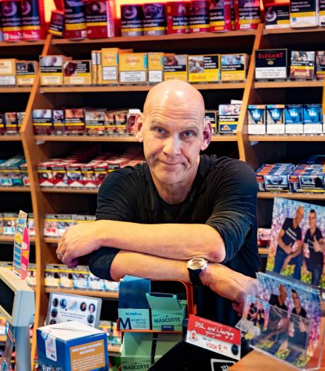 Ban op sigaretten bij de pomp: 'oodsteek' voor tankshop, zege voor speciaalzaak