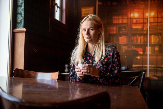 Demi Blaauw (20) lanceert een online platform voor jongeren die eenzaam zijn: never2bealone.nl.