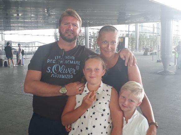 Familiedrama Wijnegem - cafe 't dorp - uitbater Peter bracht eerst kinderen Jamie (11) en Jack (9) om het leven en daarna vrouw Dominique.