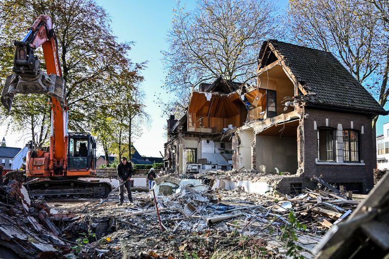 De villa verdwijnt onder de sloophamer.