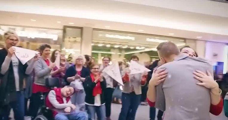 VIRAL3 KERSTSPECIAL: Flash mobs in een kerstjasje.