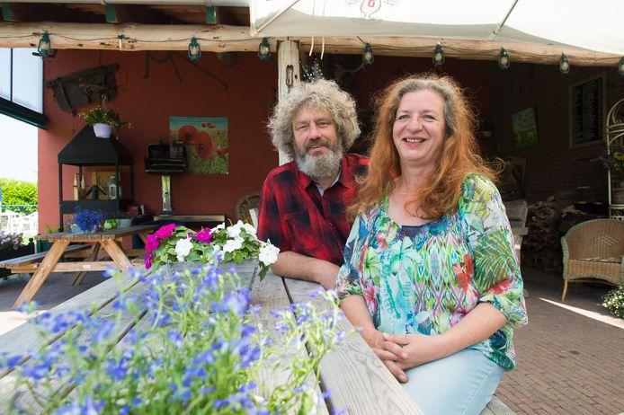 Conny en Vincent Kouwenhoven op hun camping  De Ossewei in Achtmaal.