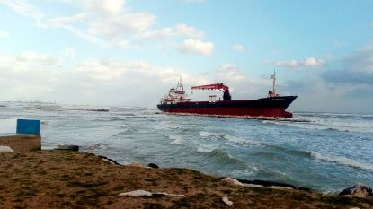 Drie doden bij stormen en onweders in Italië, Turks schip vaart zich vast voor kust van Apulië