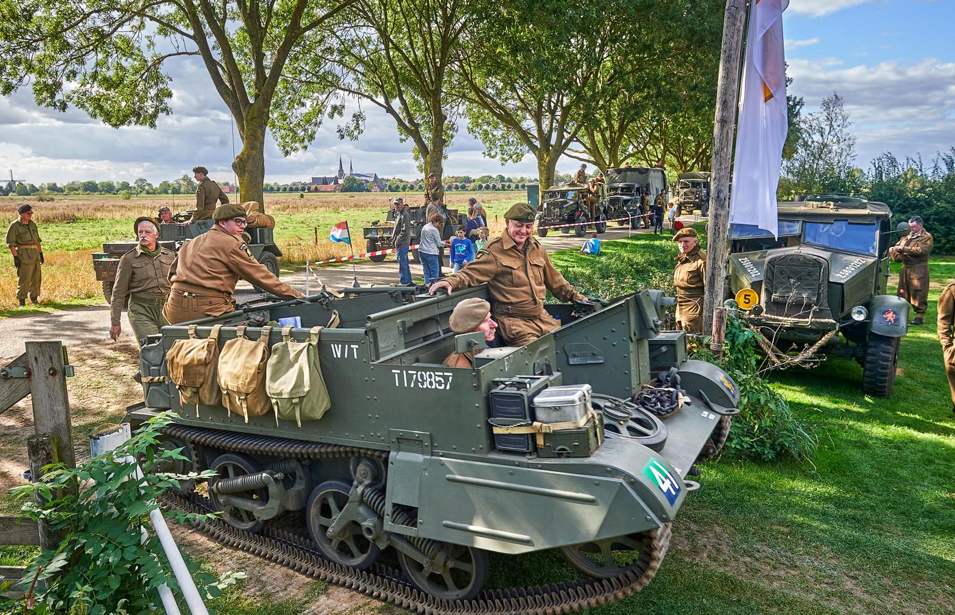 Een deel van de bevrijdingscolonne van de Liberation Task Force slaat z'n kamp op bij camping de Maasakker in Megen.