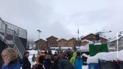Zermatt nog steeds ingesloten: toeristen schuiven aan voor evacuatie met helikopter