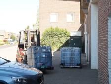 Arrestaties bij inval in pand Elshout, tientallen vaten geruimd