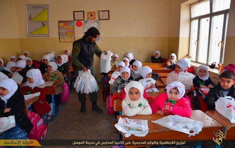 Meisjes in een school onder IS-gezag in de Nineveh, Irak. Beeld Quilliam