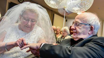"""Jeannine en Eric hernieuwen na zestig jaar huwelijksbelofte: """"Nog evenveel kriebels in mijn buik als toen"""""""