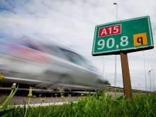 Rijbaan A15 korte tijd dicht na ongeval met vrachtwagen bij Ochten