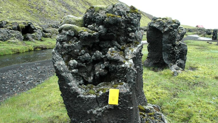 Een basaltpilaar op Ijsland. Het is goed te zien dat ze hol zijn van binnen Beeld Tracy Gregg