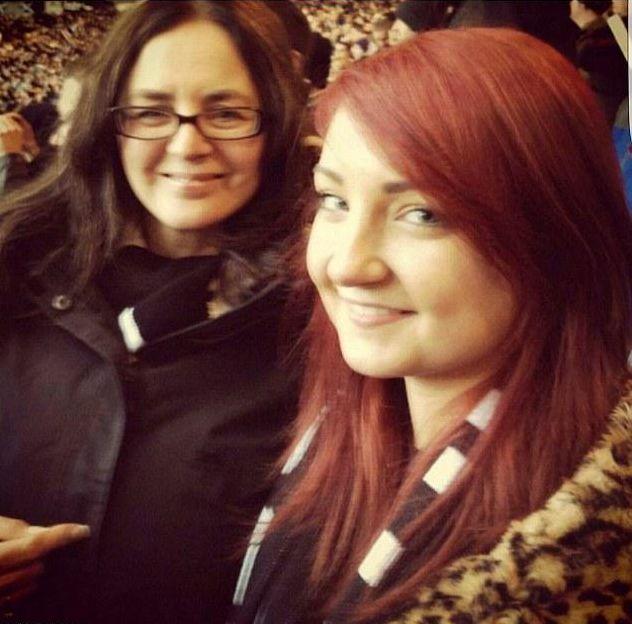 Jennifer met haar moeder.