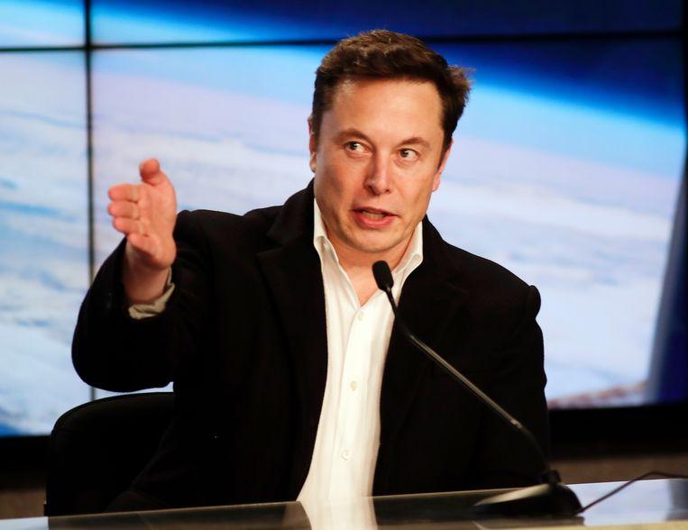 Elon Musk tijdens een demolancering van de Falcon 9 op Cape Canaveral. Volgens experts maakt hij de grootste kans om de ruimtevaart de komende jaren te domineren.