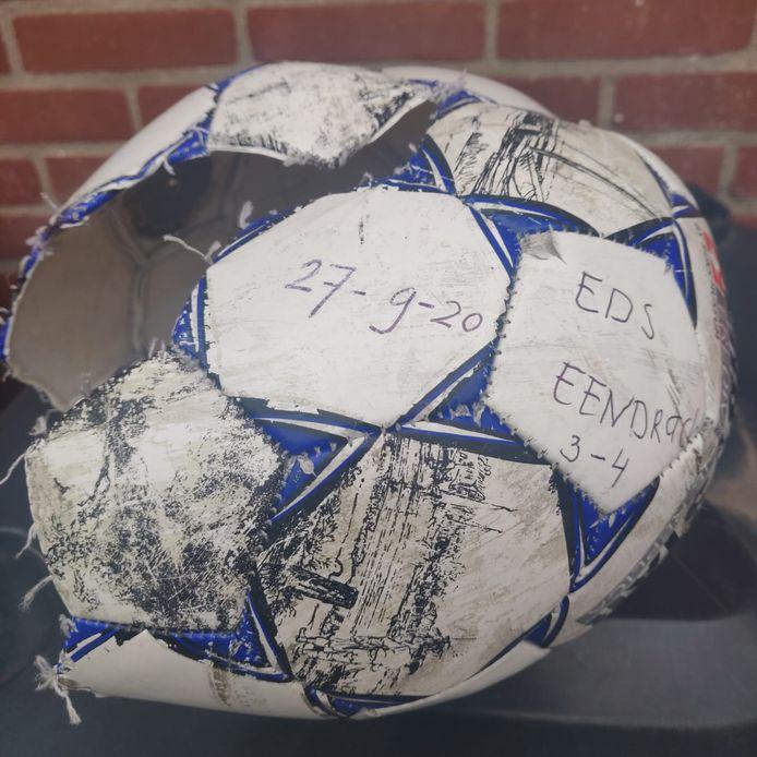 De ontplofte bal van SC EDS Eendracht Arnhem