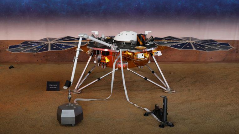 Een model op ware grootte van de Marssonde InSight. Beeld Reuters