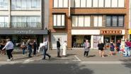 Superkortingen bij Blokker zorgen voor file op Grote Markt (en vertraging voor de lijnbus)