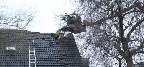 Brand in dak van huis in Ravenswaaij snel geblust