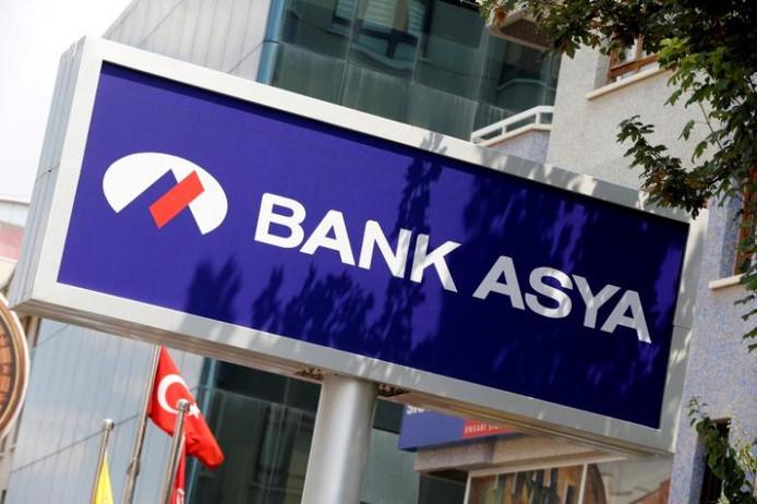 De Turkse overheid blokkeert de Turkse bankrekeningen van Nederlandse burgers.