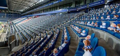 MSD uit Oss vult lege voetbaltribunes in Heerenveen met 15.000 KiKa-beertjes