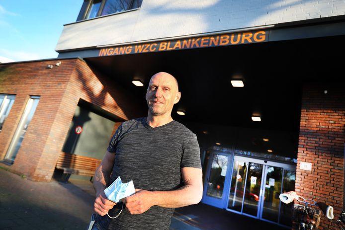 Kees van Rijn is tijdelijk door zijn werkgever Vopak gedetacheerd bij de bewoners in woonzorgcentrum Blankenburg in Rozenburg.