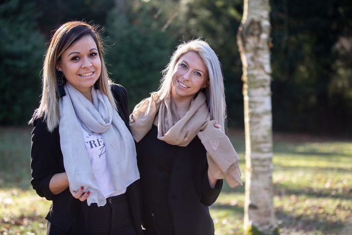 Celina Torgo Ribeiro en Lieselot De Smet van Monile & More verkopen sjaaltjes voor vzw Hart voor Tara.