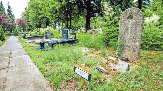 Wanneer de concessie was verlopen, moesten de grafdelvers de skeletten opgraven