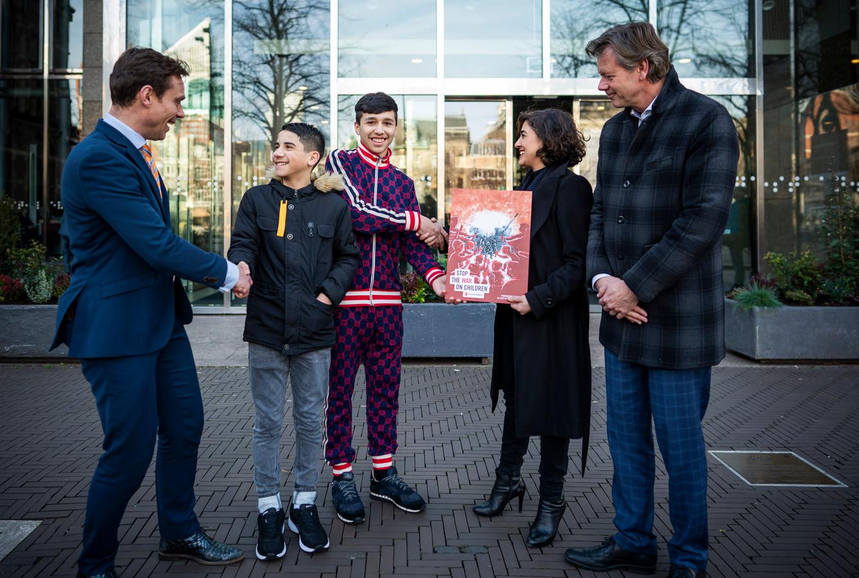 Ahmad uit Syrië en Farzad uit Afghanistan wonen tegenwoordig in Nederland.