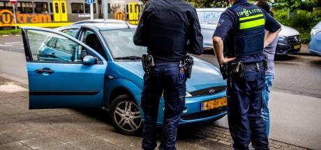 Politie jaagt op bellende en appende automobilist: 230 euro boete