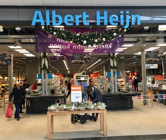 De supermarkt van Albert Heijn op Presikhaaf tijdens eerste kerstdag. Dit jaar voor het eerst ook op die dag open.