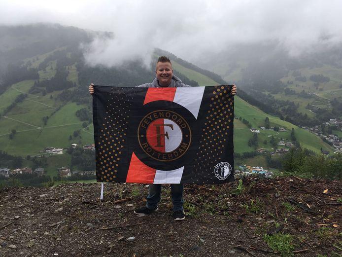 Ja, hoor en we gaan gewoon door! In de bergen in Saalbach , Oostenrijk, laat Niels Broeders nog even weten dat hij blij is met de Johan Cruijff schaal.