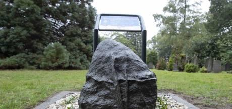 Onthulling gedenksteen gevallen RAF-militairen in Wierden