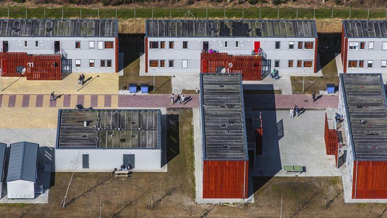 Tien uitgeprocedeerde asielzoekers die op doktersadvies 24-uursopvang nodig hebben, kunnen zich in Ter Apel (foto) melden, zegt de gemeente Amsterdam. Beeld John Gundlach, ANP