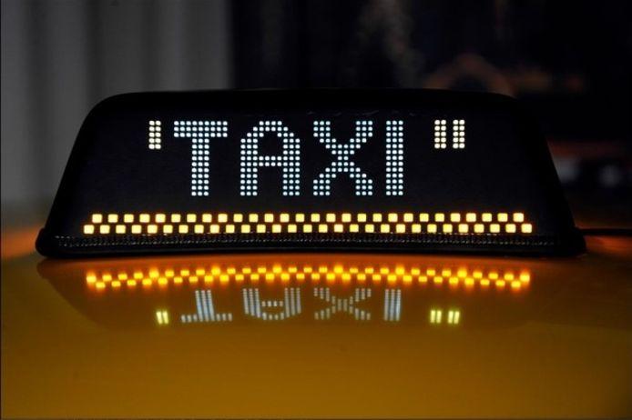 Jongeren kunnen met taxicheques  aan een sterk verminderde prijs het taxiaanbod in de stad leren kennen.