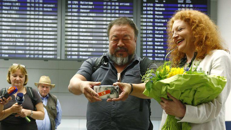 Ai Wei Wei op het vliegveld in München Beeld ap