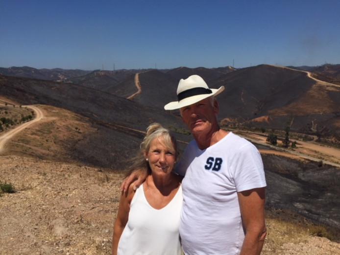 Ans en Hans Temmink zijn enorm opgelucht dat de natuurbrand niet hun villa heeft verwoest. Het vuur naderde woensdag tot circa 150 meter.