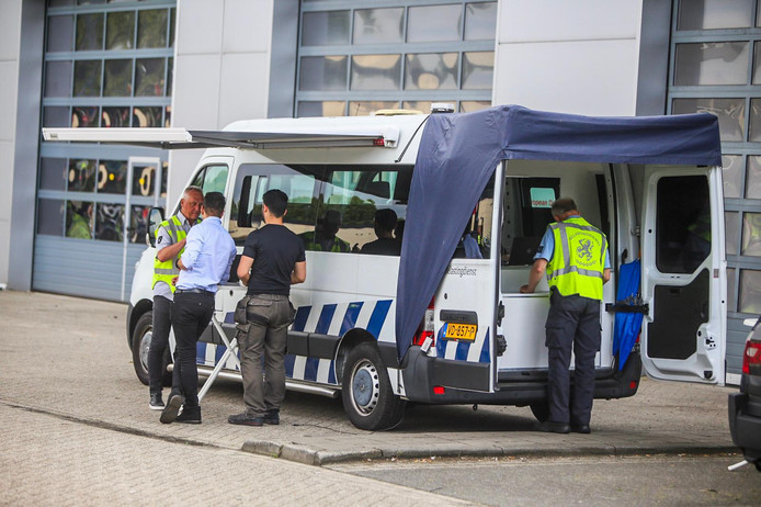 Politiecontrole op de Hortsedijk in Helmond.