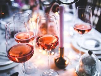 Heerlijk klinken op het einde van Tournée Minérale in deze 15 wijnbars