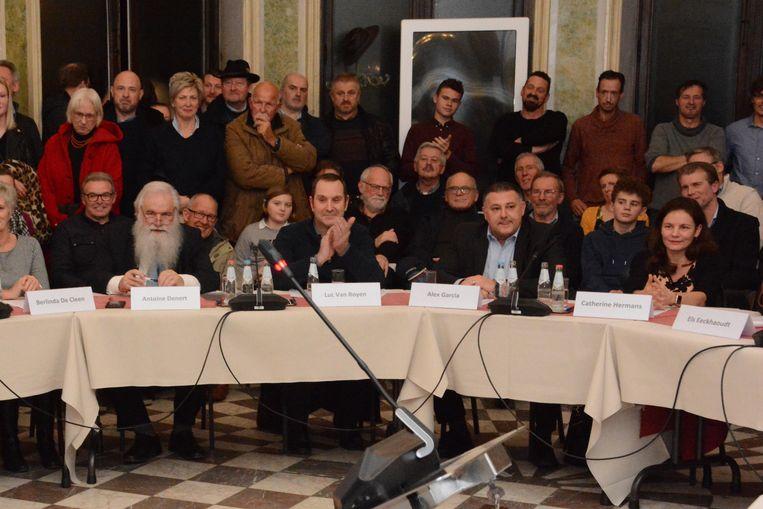 De nieuwe coalitie kwam tot stand door de steun van drie verkozenen van de lijst DENERT die nu als onafhankelijk zetelen: Luc Van Royen, Alex Garcia en Catherine Hermans