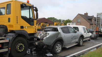 Vier voertuigen betrokken in kleine kettingbotsing langs ringweg