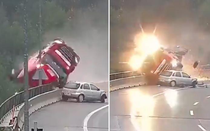 Nadat hij in een bocht is aangereden door een Opel Corsa, kantelt de truck en verdwijnt in de diepte